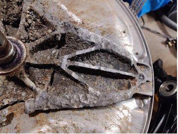 Drum spider corroded 2.jpg